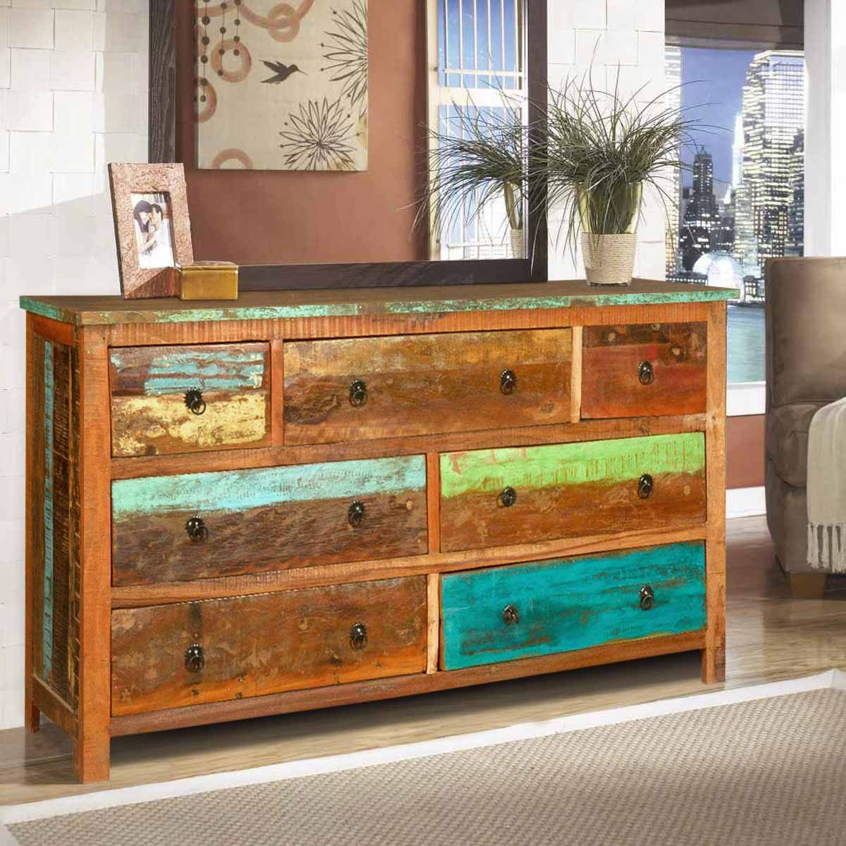 We use ecoresponsible old wood to create our Sierra