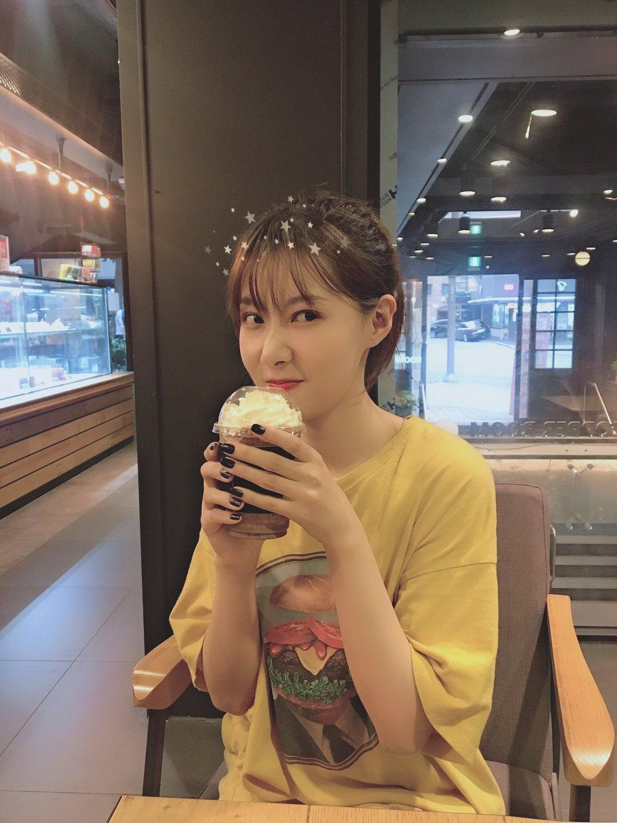 190620 Hf Dreamcatcher Twitter Update 2 4 Handong Taking A Break From Practice And Drinking A Cup Of Coffee Dream Catcher Kpop Girls The Dreamers