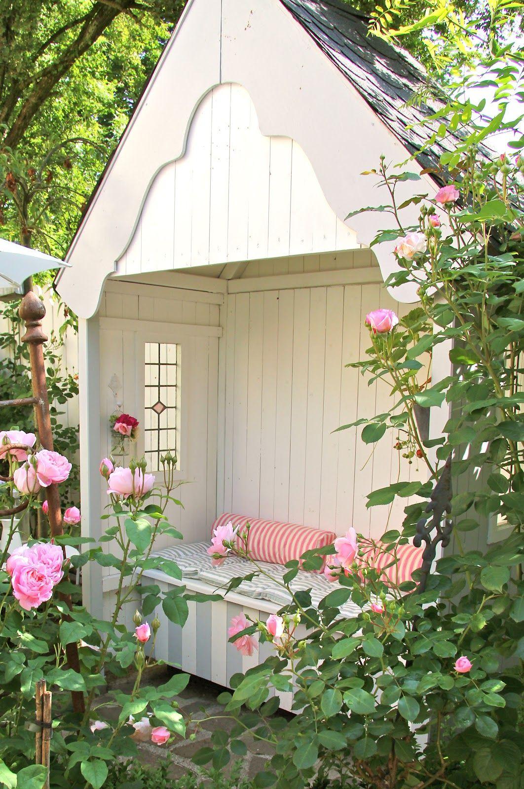 kleines gartenhaus mit veranda