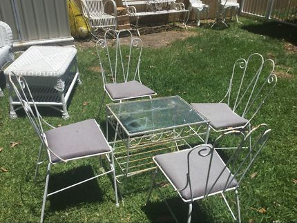 OUTDOOR GARDEN SETTING. VINTAGE. RETRO. TABLE AND 4 CHAIRS. | Outdoor Dining Furniture | Gumtree Australia Noosa Area - Tewantin | 1146826599