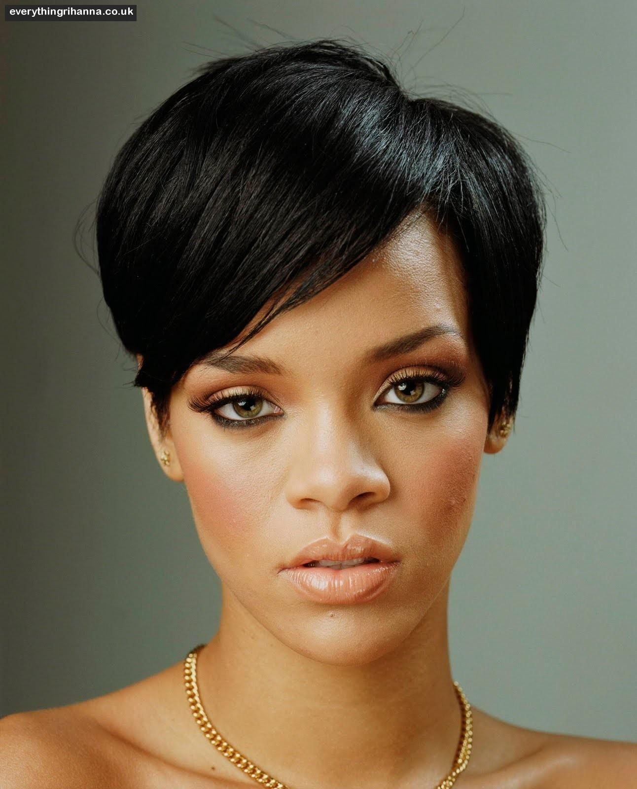 Rihanna Short hair with side fringe Coiffure et Mini
