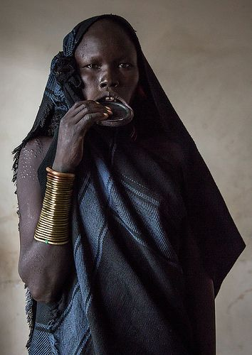 Portrait of a mursi tribe woman with lip plate | © Eric Lafforgue www.ericlafforgue.com