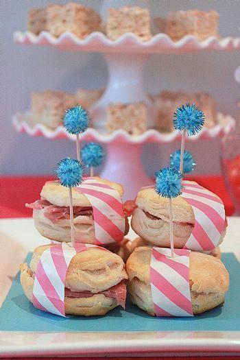 Una forma encantadora de presentar los sándwiches de la fiesta / A charming way to present the party sandwiches