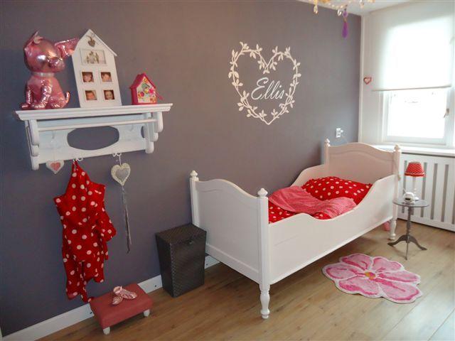 stijlvolle kinderkamer, en toch lief! met antraciet, roze en rood, Deco ideeën