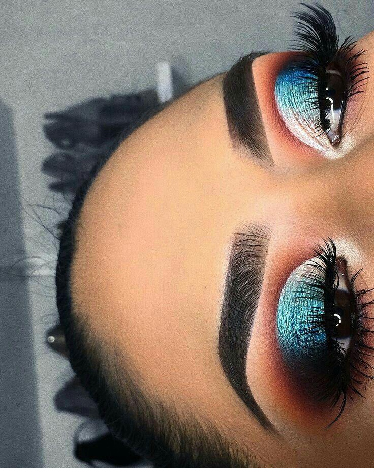 Gorgeous blue eyeshadow eye makeup
