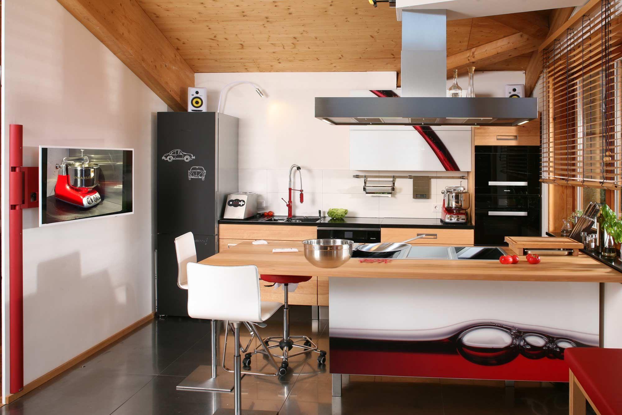 Massivholzküche in Buche mit Rotweinfront in 2019