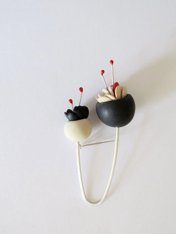 Spilla fiore minimalista doppia campana una spilla di for Essere minimalisti