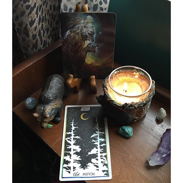 vivid dreams and fears | the wild unknown #themoon card via @renee_thehermitsmoontarot
