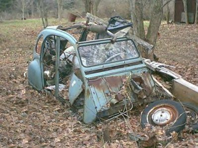 pingl par thierry bravet sur 2cv rouille pinterest 2cv voitures et abandonn. Black Bedroom Furniture Sets. Home Design Ideas