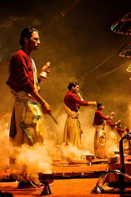 Performance of Om Jai Jagdish Hare, a Hindu devotional prayer song