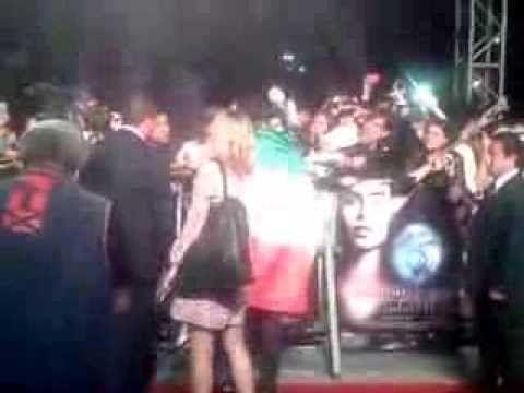 Jamie Campbell  Con la Bandera de México