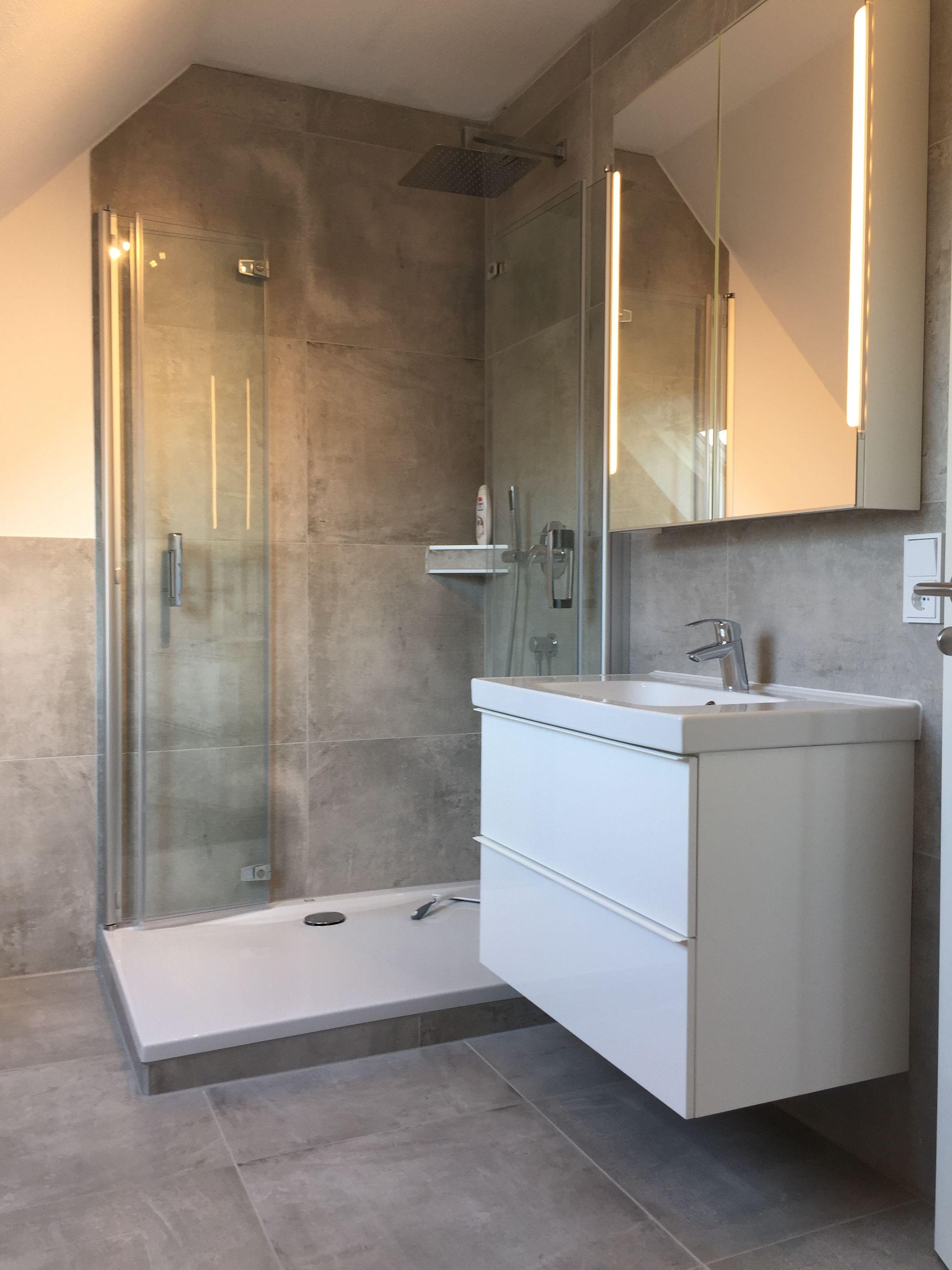 Ikea Badmobel R F Duschwanne Grohe Armaturen Betonoptik Fliesen Aqua Bathroom Lighted Bathroom Mirror Bathroom Mirror