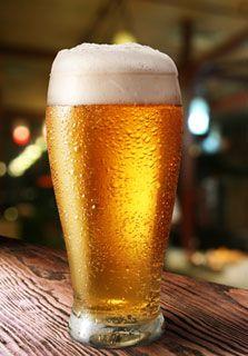 Beer sommelier, nueva profesión gastronómica - Cada día es más frecuente escuchar, leer o asistir a una cata de cerveza. Sin embargo, el tema no es nuevo, pues desde hace 40 años ha crecido el interés por estudiar a profundidad una bebida que no había sido considerada digna de un trato superior por sólo refrescar y quitar la sed.