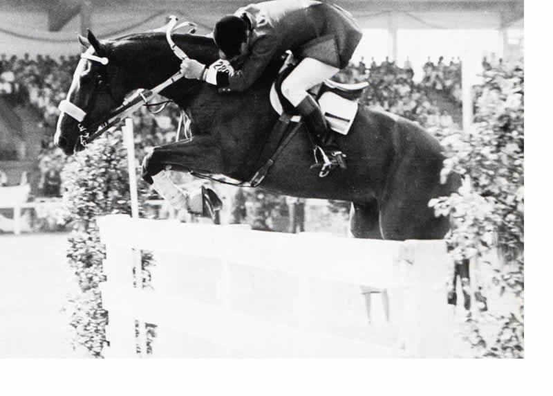 Hugo Arrambide, jinete argentino ganador entre tantos del CISO de Aachem. En la foto con su caballo Chimbote con el que ganara ese GP