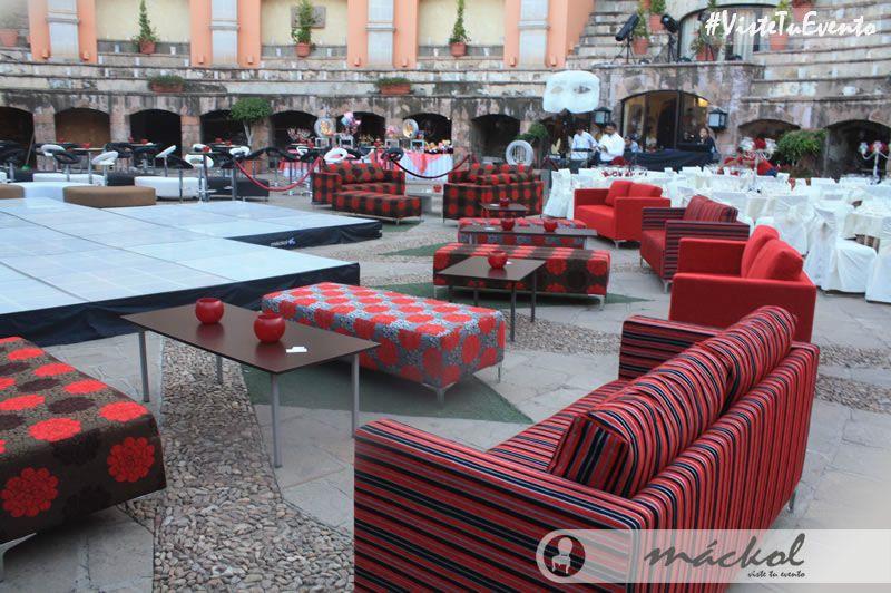 Tenemos pistas de baile, sillones, salas lounge, adornos, mesas y más a un precio accesible. #VisteTuEvento
