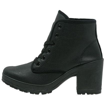 e38775682002fb Coole schwarze  Ankleboots von Even Odd. Die  Schuhe haben einen breiten  Absatz