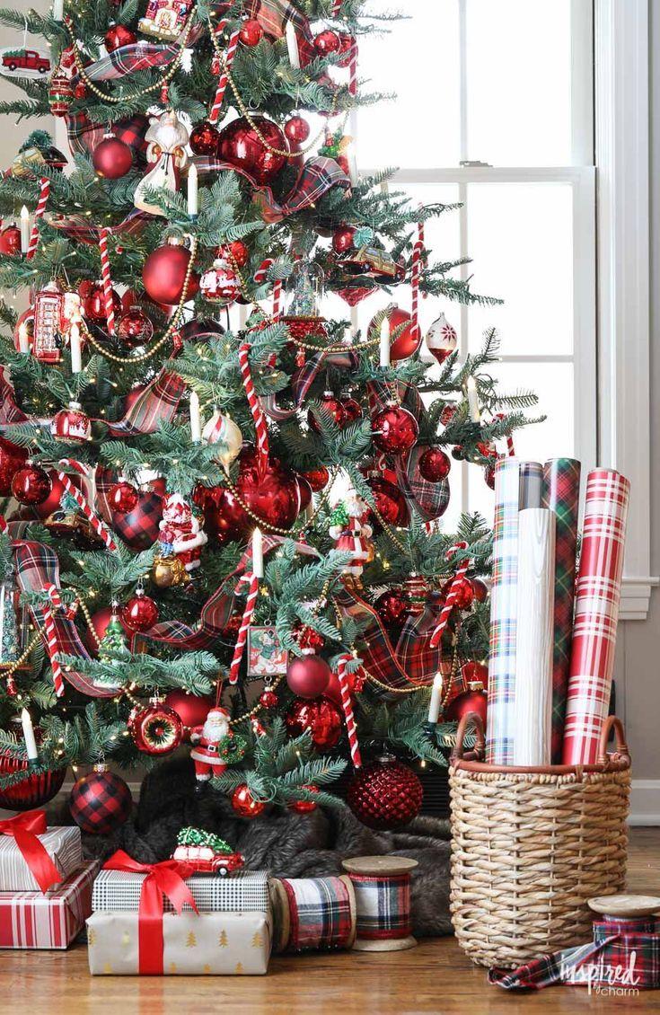 A Nostalgia-Inspired Christmas Tree - How to Decorate a Christmas Tree inspired by the past. #christmas #decor #christmastree #decorations #holiday