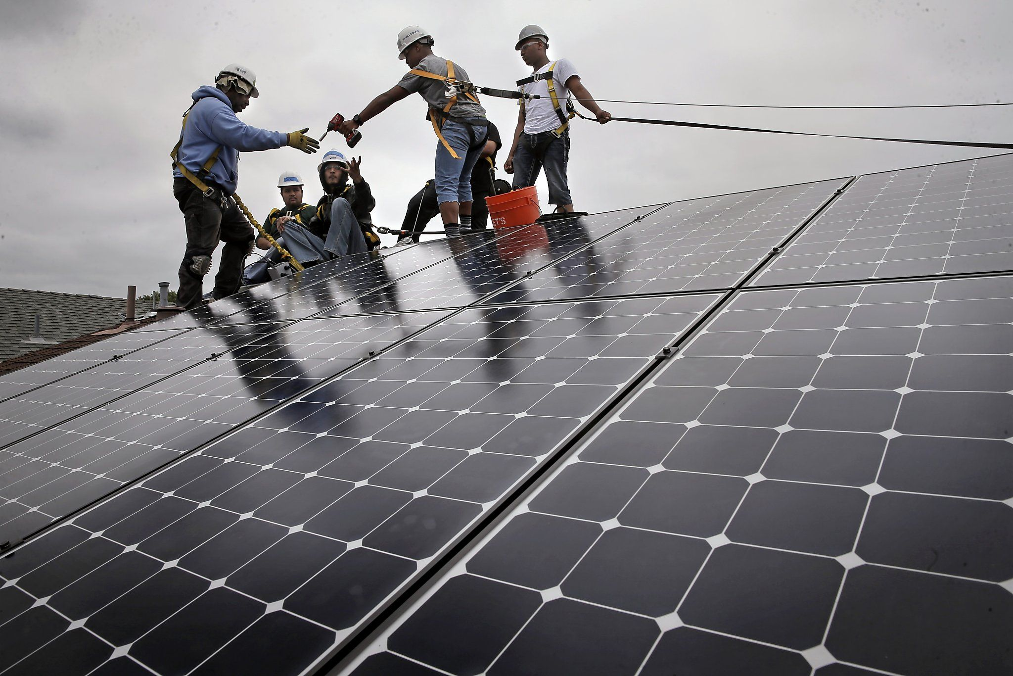 Low Income Homeowners Get Free Solar Panels Thanks To Cap Trade Solar Panels Solar Free Solar Panels