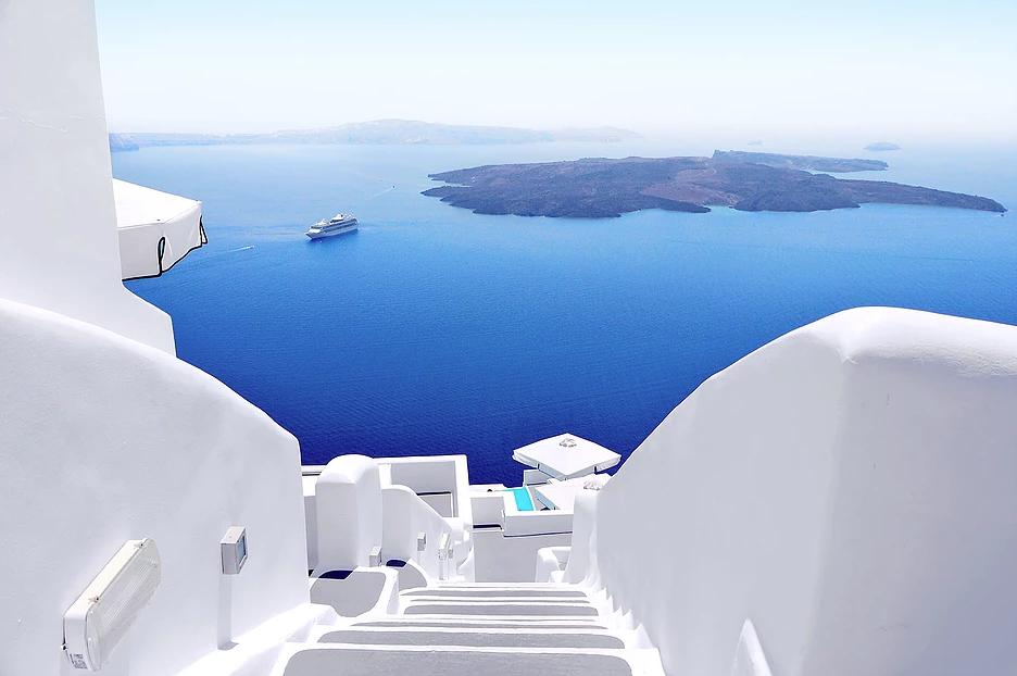 L Assurance De Voyage C Est Facile Et Accessible A Tous Les Ages Maintenant Si Vous Avez Des Troubles Medicaux Preexi Visiting Greece Santorini Greece Greece