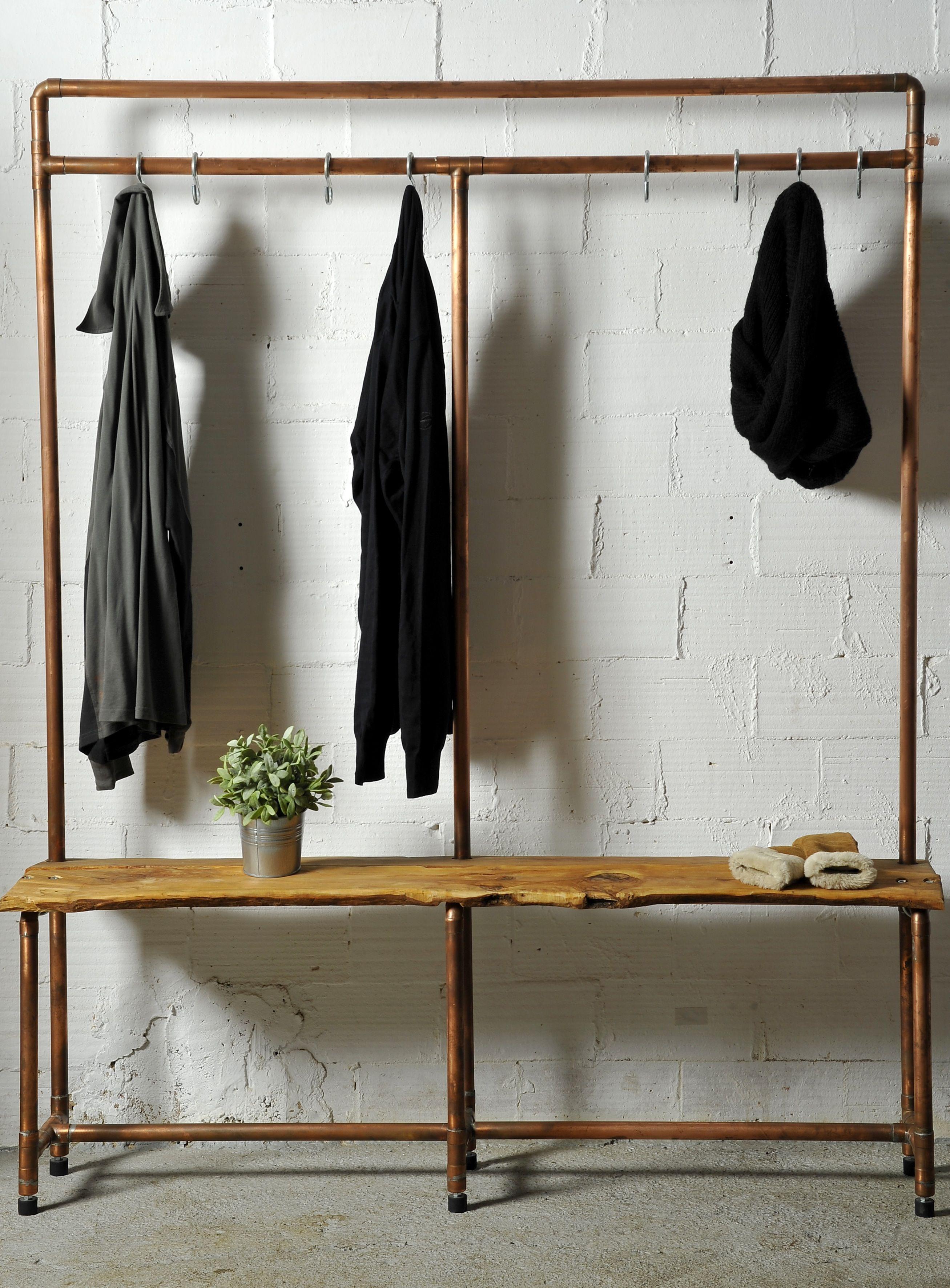 Mueble para colgar piezas de ropa y accesorios de vestir for Burras para ropa