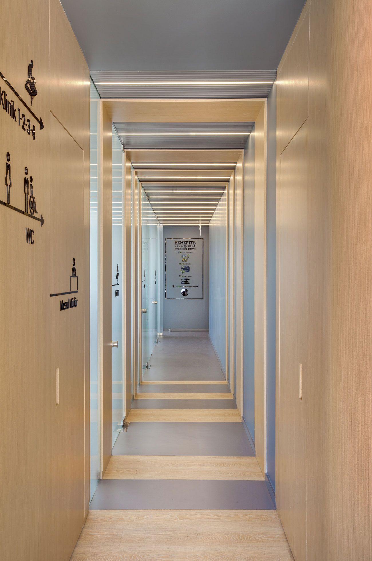 8 Dazzling Hallway Lighting Ideas That Ll Impress You Momo Zain Hallway Lighting Small Hallways Narrow Hallway Decorating