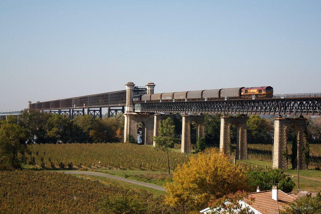 France - Freight train ECR France 66 66223 / Cubzac-les-Pontsrailwaybridge — Trainspo