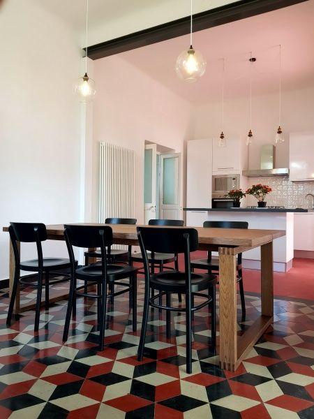 Camogli, 2017: cucina open space con isola e sala da pranzo annessa ...