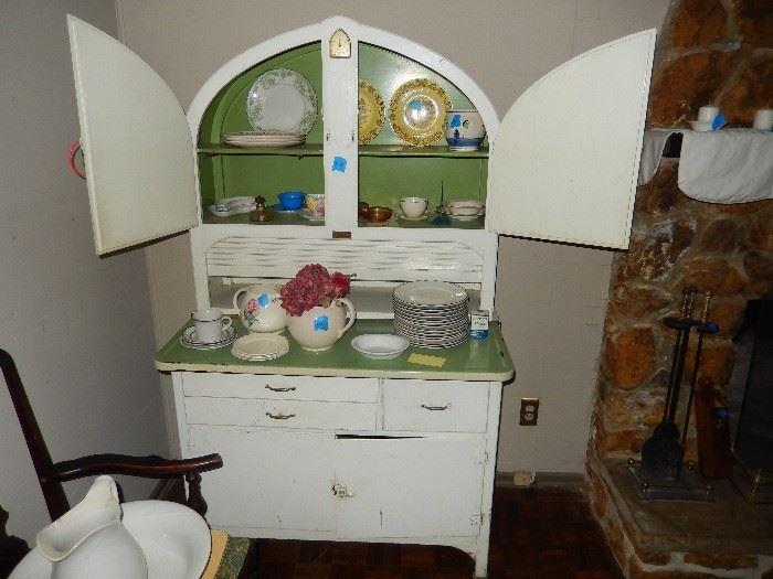 Found On Estatesales Net Art Deco Hoosier Cabinet Nice Vintage Cupboard Hoosier Cabinet Deco Furniture