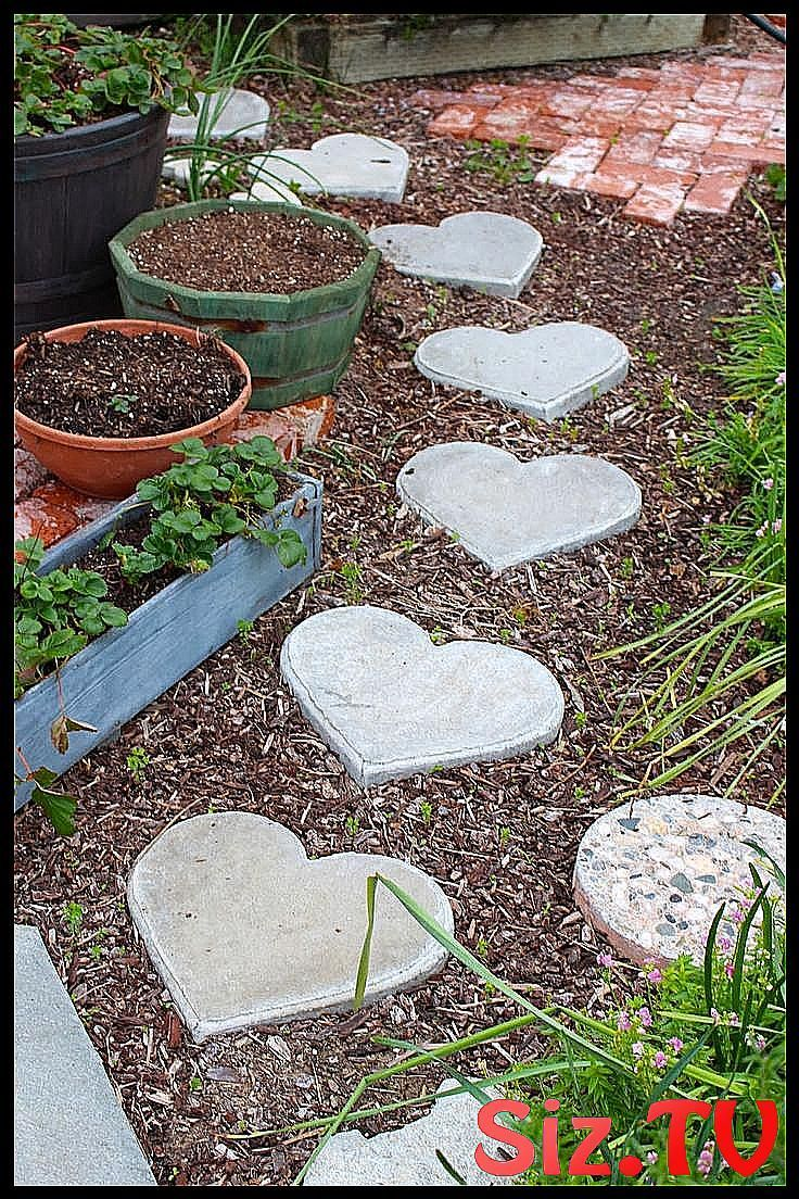 Rooted In Thyme Heart Shaped Stepping Stones Rooted In Thyme Heart Shaped Stepping Stones Eas Stone Garden Paths Stepping Stone Pathway Garden Stepping Stones