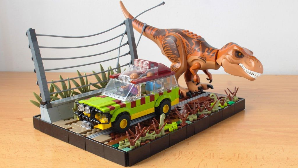 I made the Explorer from Jurassic Park (my 4th version of it), it should be in scale with the UCS gate according to u/Puresh1 maths : lego