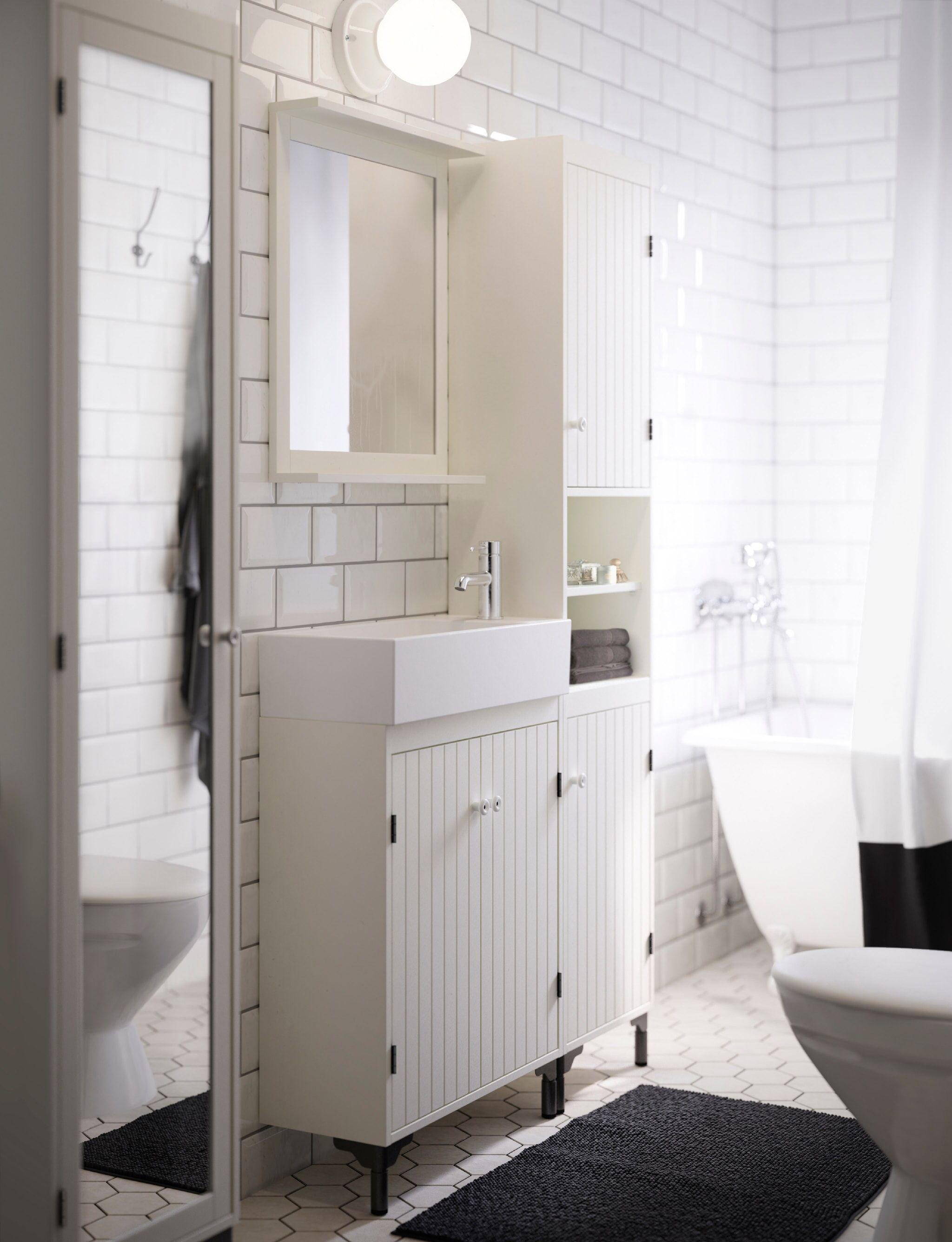 Pin By Chelsie Louise Lamacraft On Badezimmer In 2020 Narrow Bathroom Vanities Small Bathroom Narrow Bathroom