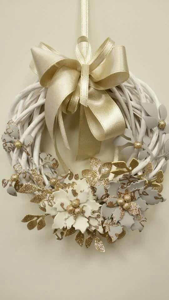 Ghirlanda con fiori in fommy cuori da appendere - Corone natalizie da appendere alla porta ...