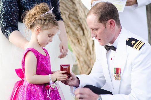 The bride's daughter received a special necklace in a family blending ceremony. Photography: @coweddingphotos via @coweddingsmag
