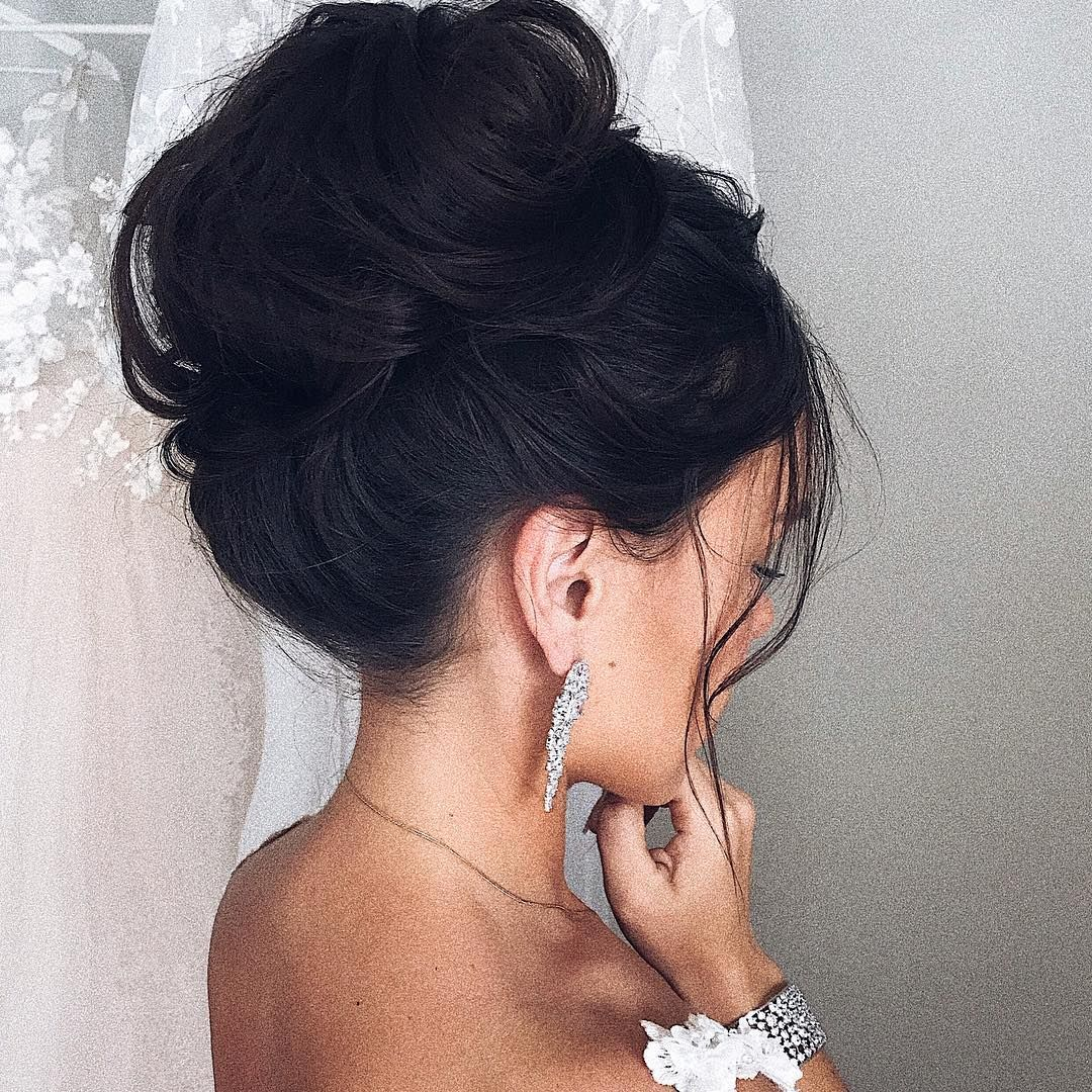 Textured updo, updo wedding hairstyles,updo hairstyles,high bun updo bridal hairstyle ideas #weddinghair #wedding #hairstyles #updowedding #weddinghairstyles