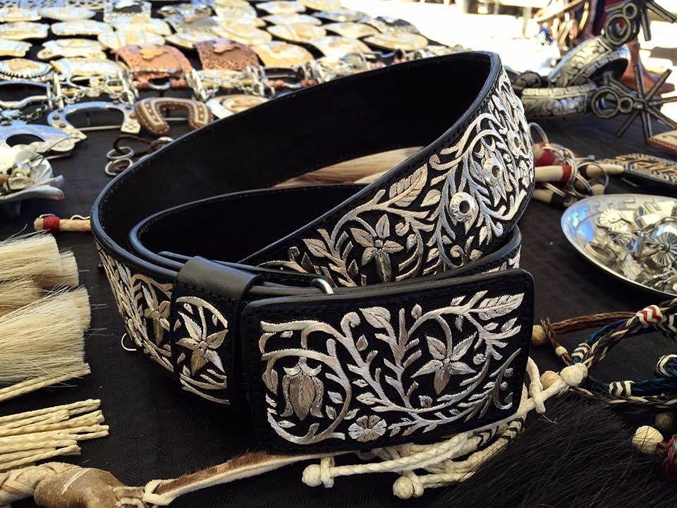 Cinturón bordado en hilo de plata 100% hecho a mano! Disponible ... f3627241a05