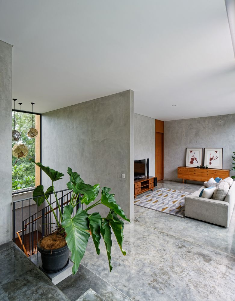 Gallery of Inside Outside House / Tamara Wibowo Architects