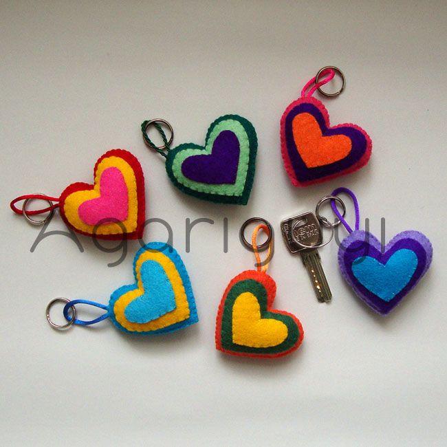 Corazones de colores de fieltro para llavero broche o lo - Manualidades de llaveros ...