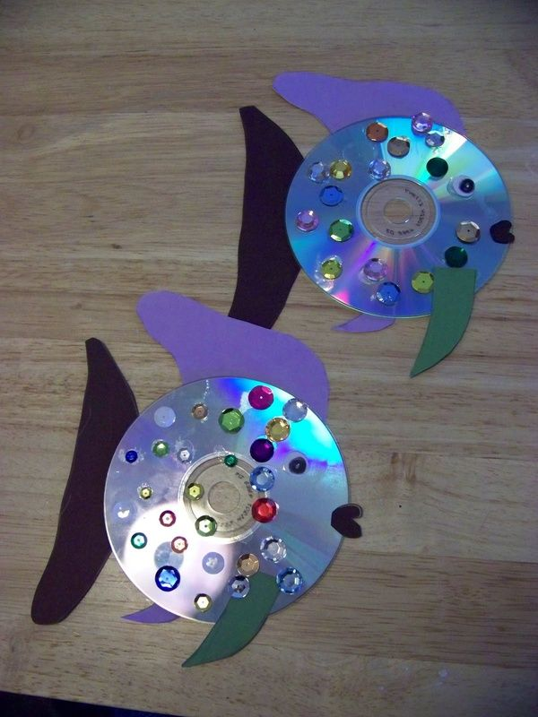 CD fish craft. Threes on up can do this activity. Foundations: F.2.16 - Demonstrate increasing skill in using different art materials. F.3.4 - Participate in a variety of gross/fine motor and sensory activities. (fine motor skill are enhanced by placing jewels on disc).