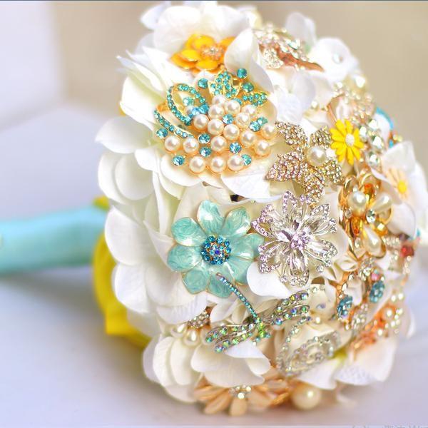 1960\'s Mod Fashion and Flower Brooches | Mod fashion, Brooch ...