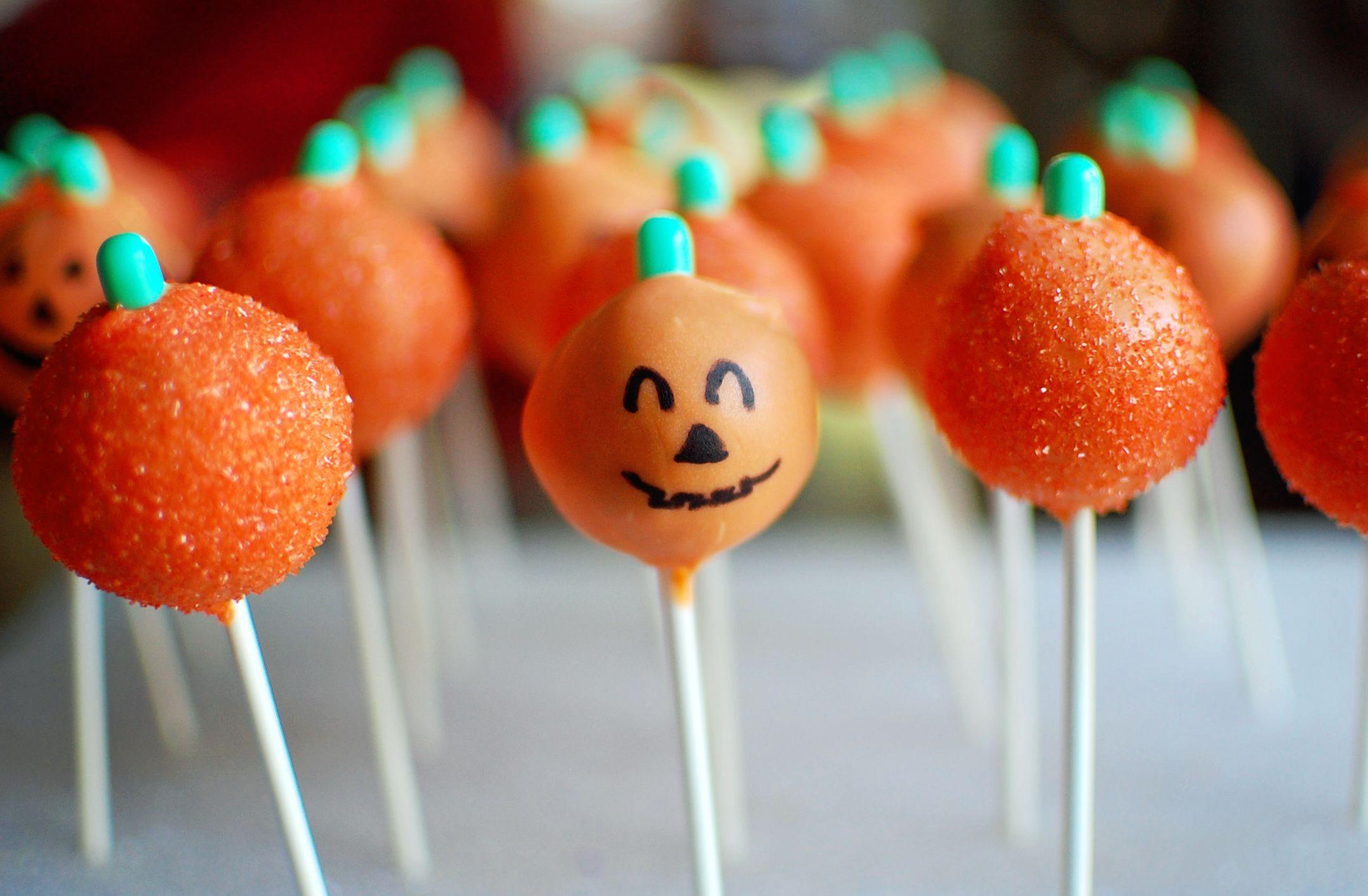Google Image Result for http://upload.wikimedia.org/wikipedia/commons/2/25/Jack-o%27-lantern_pumpkin_cake_pops,_October_2011.jpg