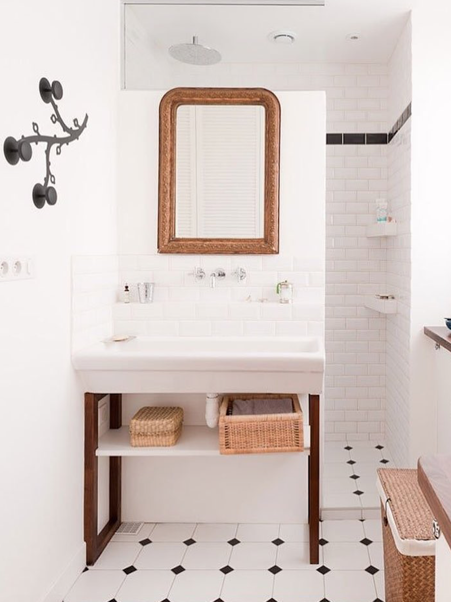 24 Ideas To Decorate And Organize A Small Bathroom With A Tight