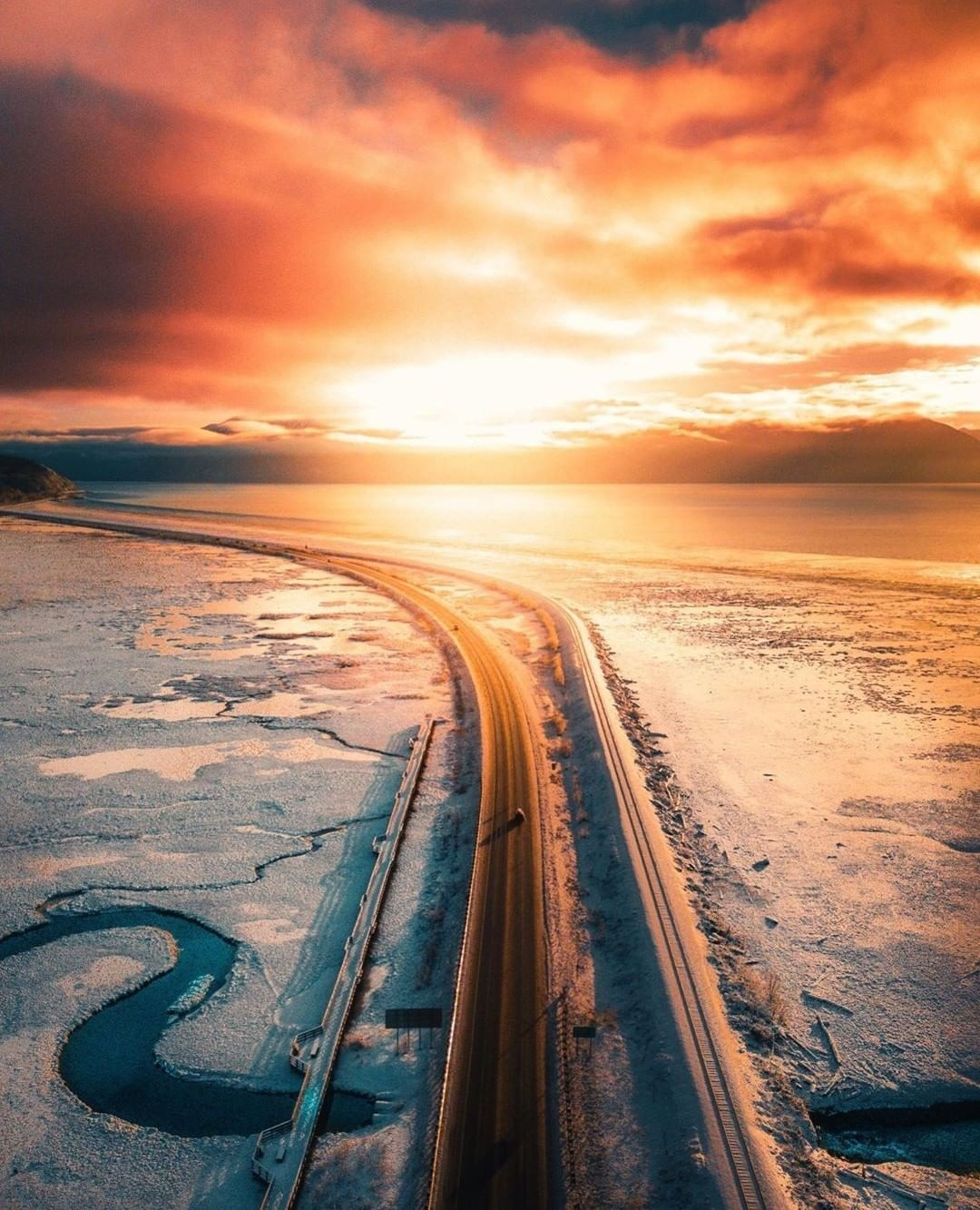 Drive on takebreaks_... Beautiful roads, Alaska usa