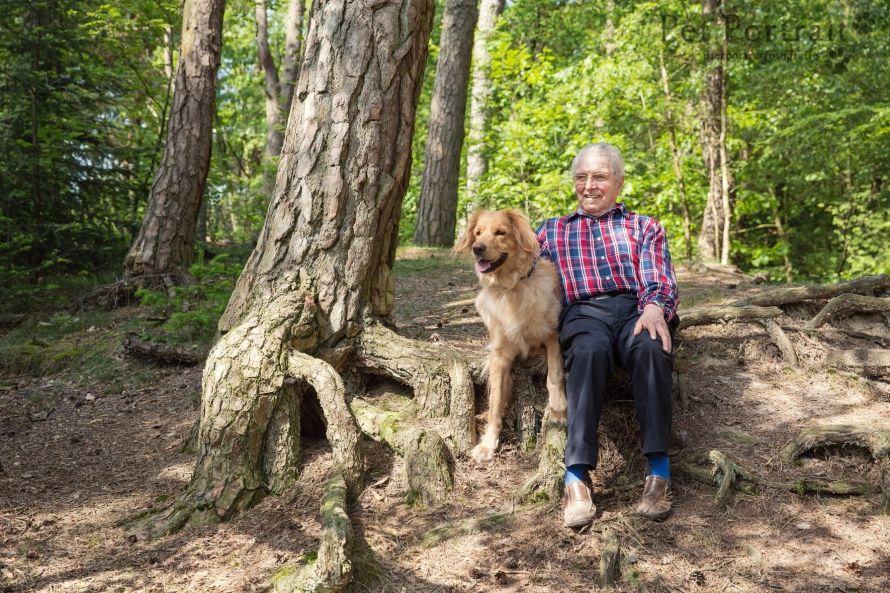 Hondenfotografie Driebergen - Foto van de Dier & Baasje fotoshoot voor Hovawart Lola en haar baasjes