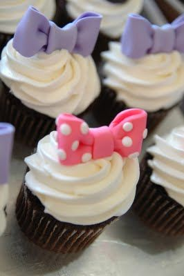 daisy duck cupcake