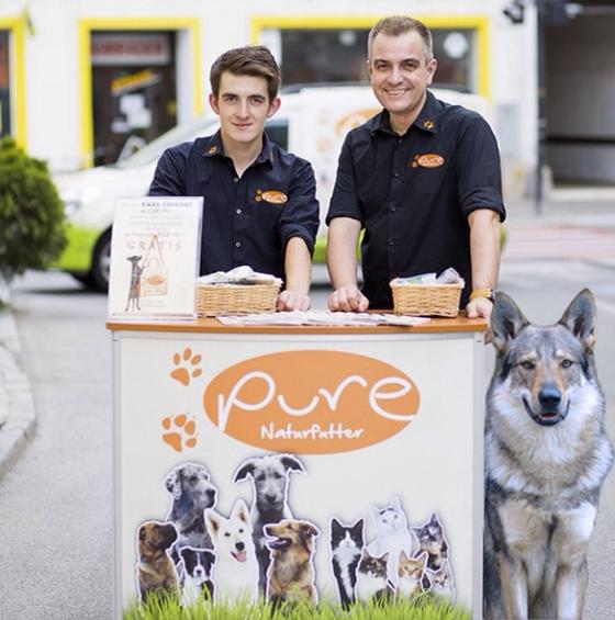 Pure Naturfutter Biologisch Artgerechte Nahrung Fur Hunde Und Katzen Hund Und Katze Katzen Hunde