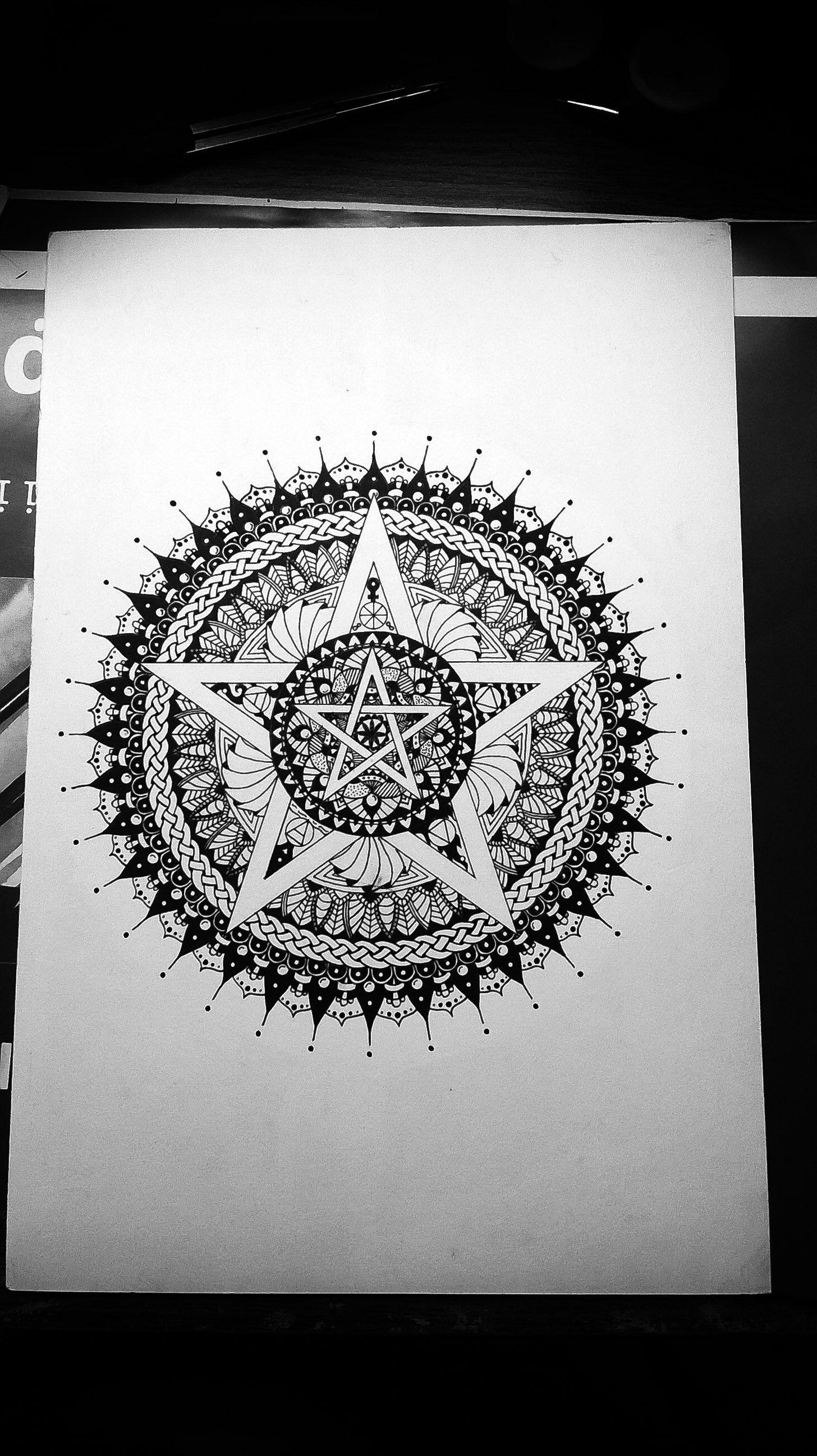 Pentacle mandala for protection mandala my mandalas pinterest tattoo ideen und ideen - Symbole protection tatouage ...