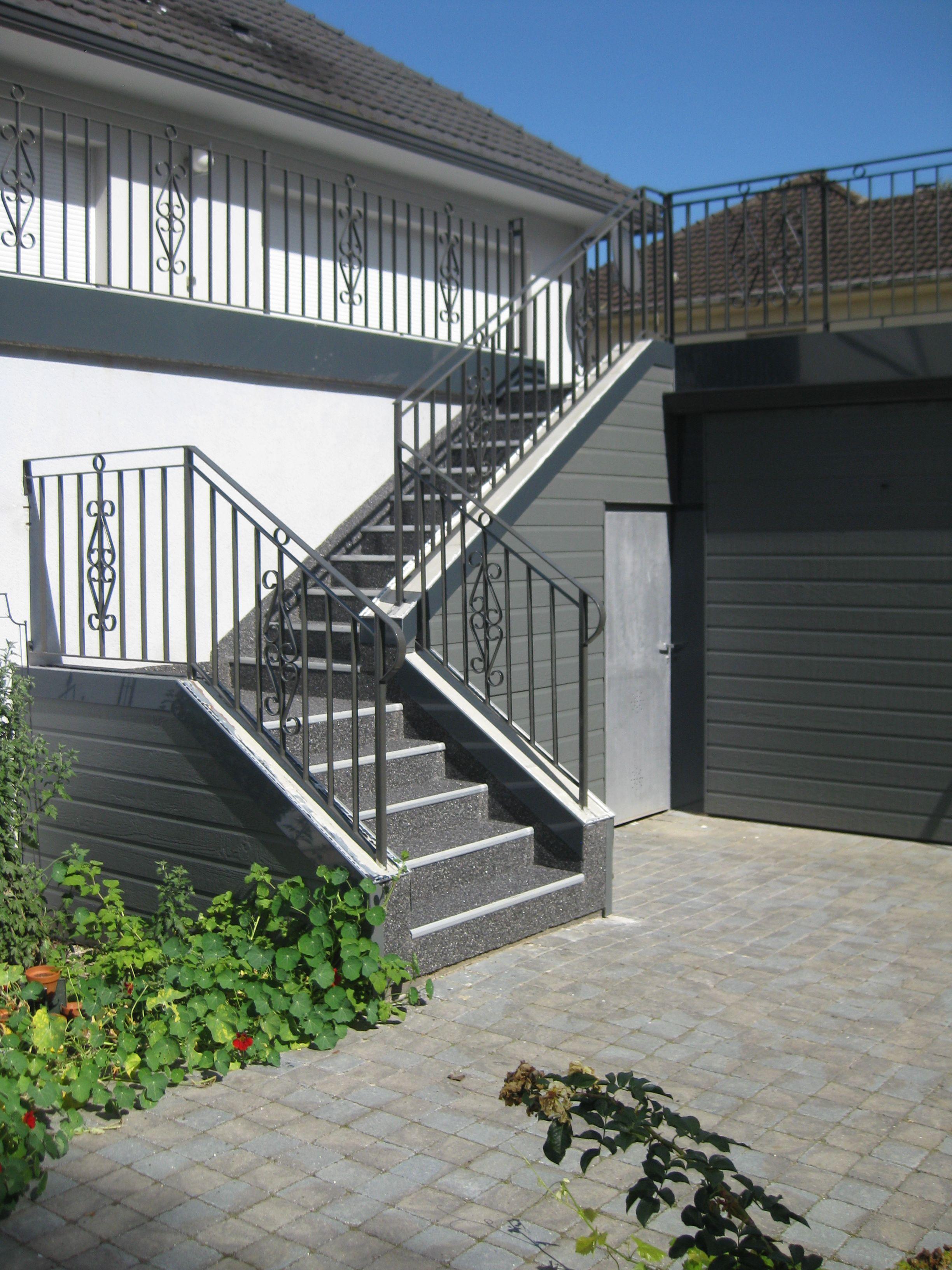 Floor Granideco Est Un Revetement Drainant Ideal Pour La Renovation Des Escaliers Abcolor Floorcolor Resine Escalier Exterieur Renover Escalier Resine Sol