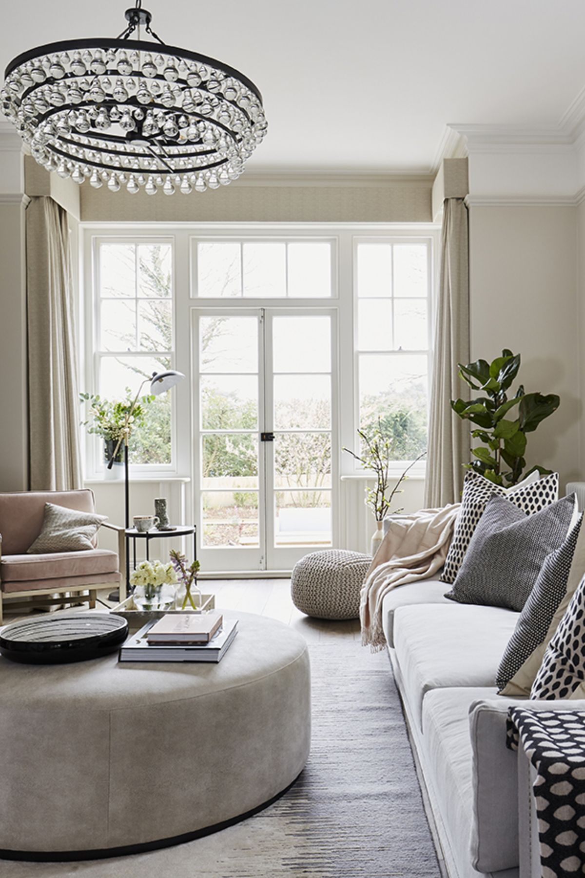 Neutral base with pops of color | Living room inspiration ...
