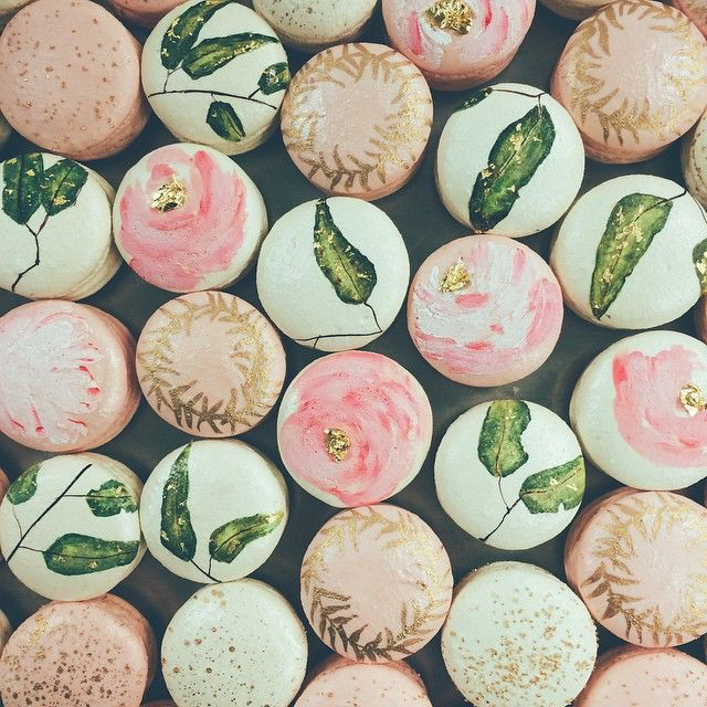 Macarons by sweet and saucy shop magnificent macarons for Postres franceses faciles