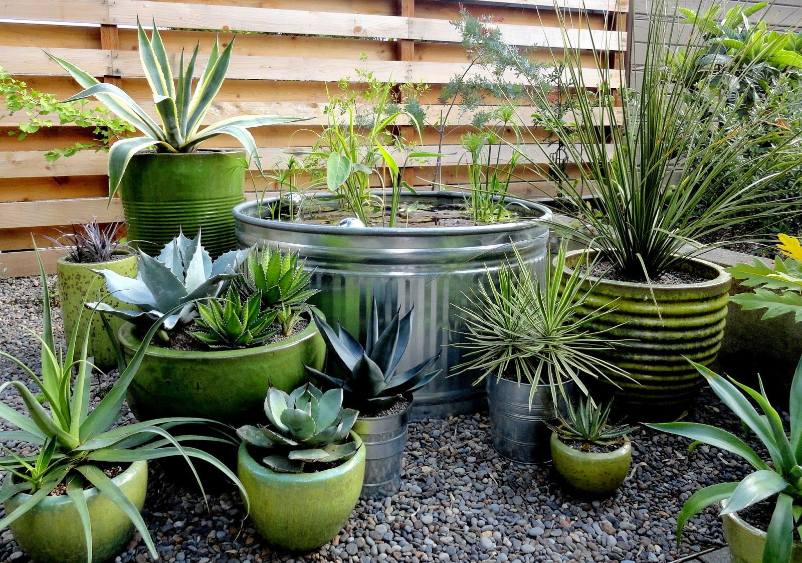 green colors | dachgarten/balkon | pinterest | gärten, farben und, Gartengerate ideen